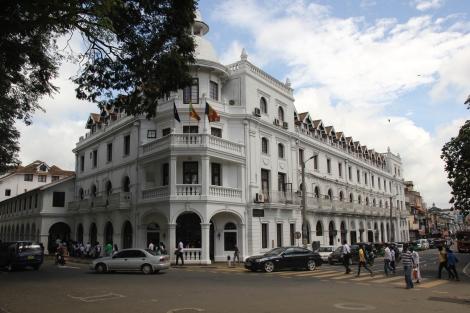 Las calles de Kandy salpicadas de días de colonización