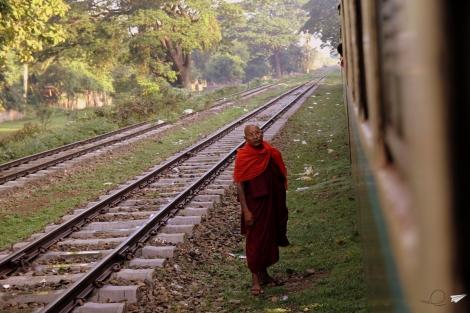 Monje tren Myanmar